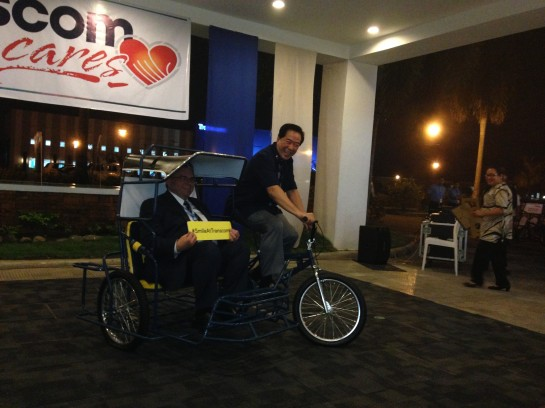 The Mayor of Bacolod City, Monico O Puentevella, tries one of the pedicabs together with Johan Eriksson, Transcom's CEO